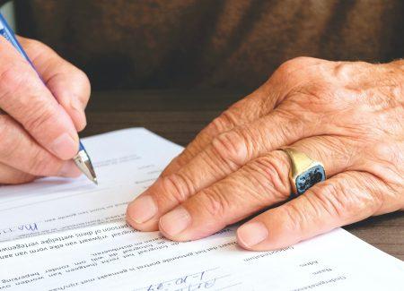 signature de contrat lutte blanchiment conformité
